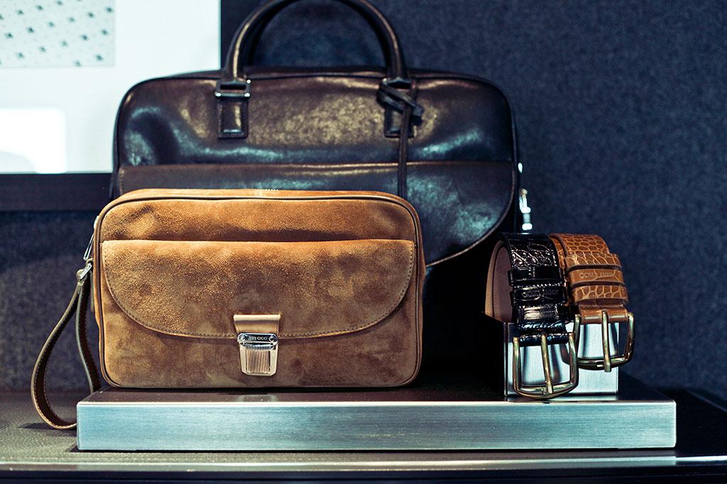 Installazioni: Jimmy Choo Uomo porta borse