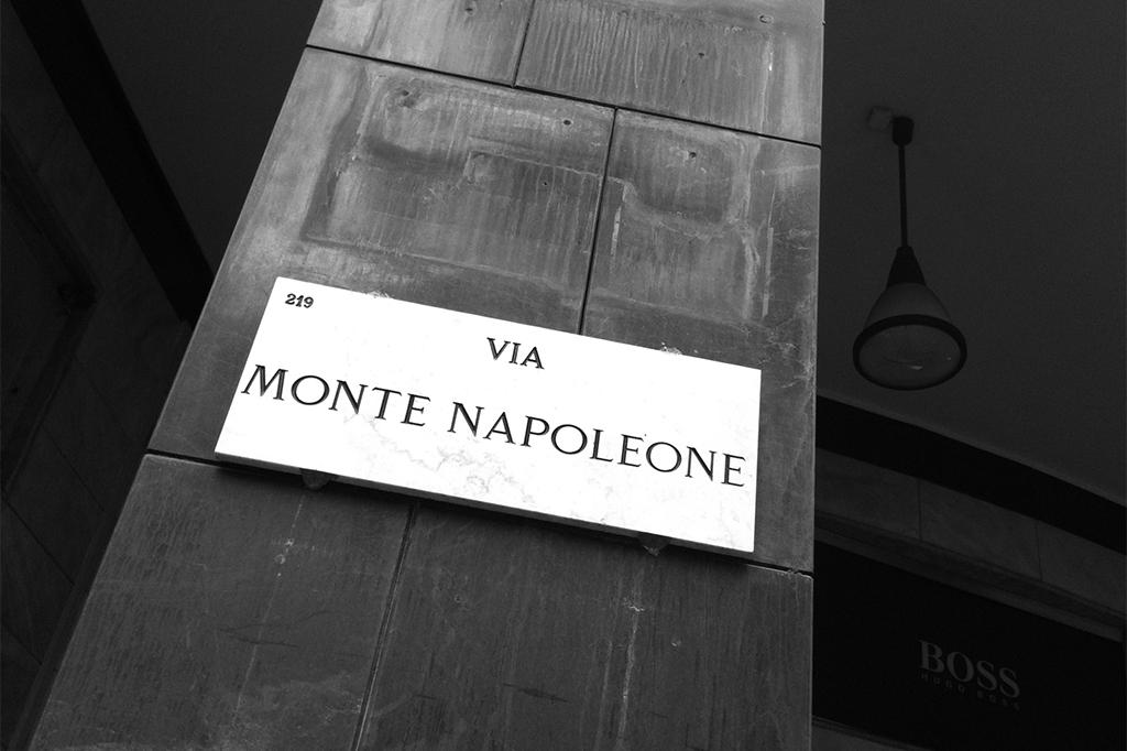Vetrina negozio Larusmiani Milano