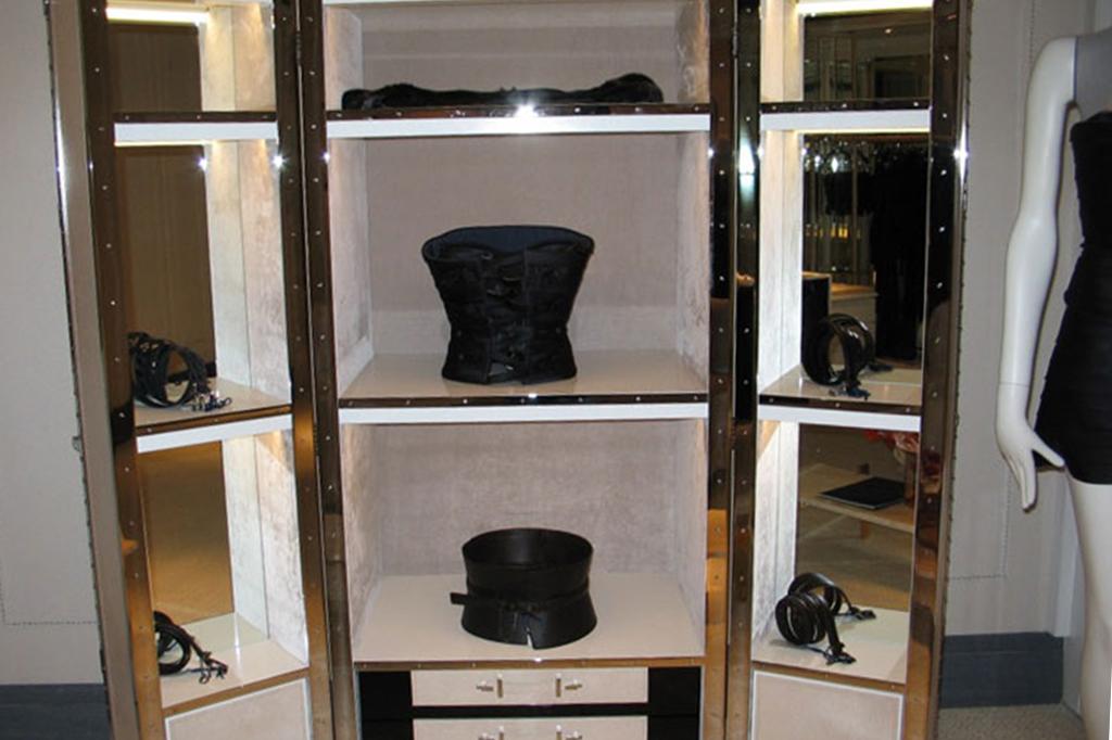 Installazioni: Larusmiani espositori interno negozio