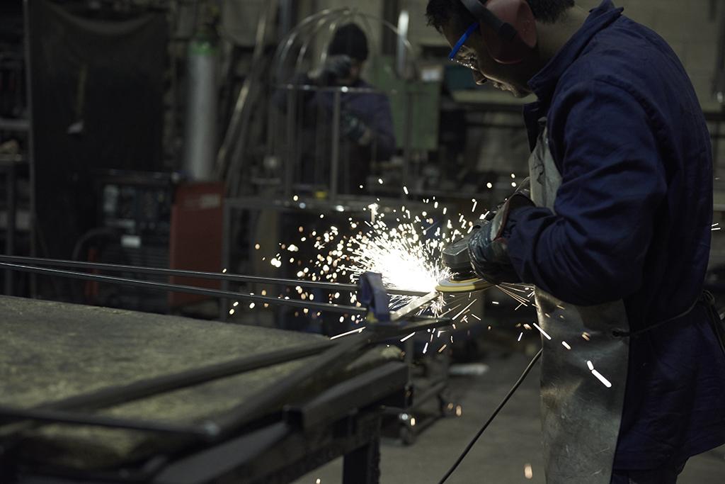 Produzione Ferro, operaio al lavoro