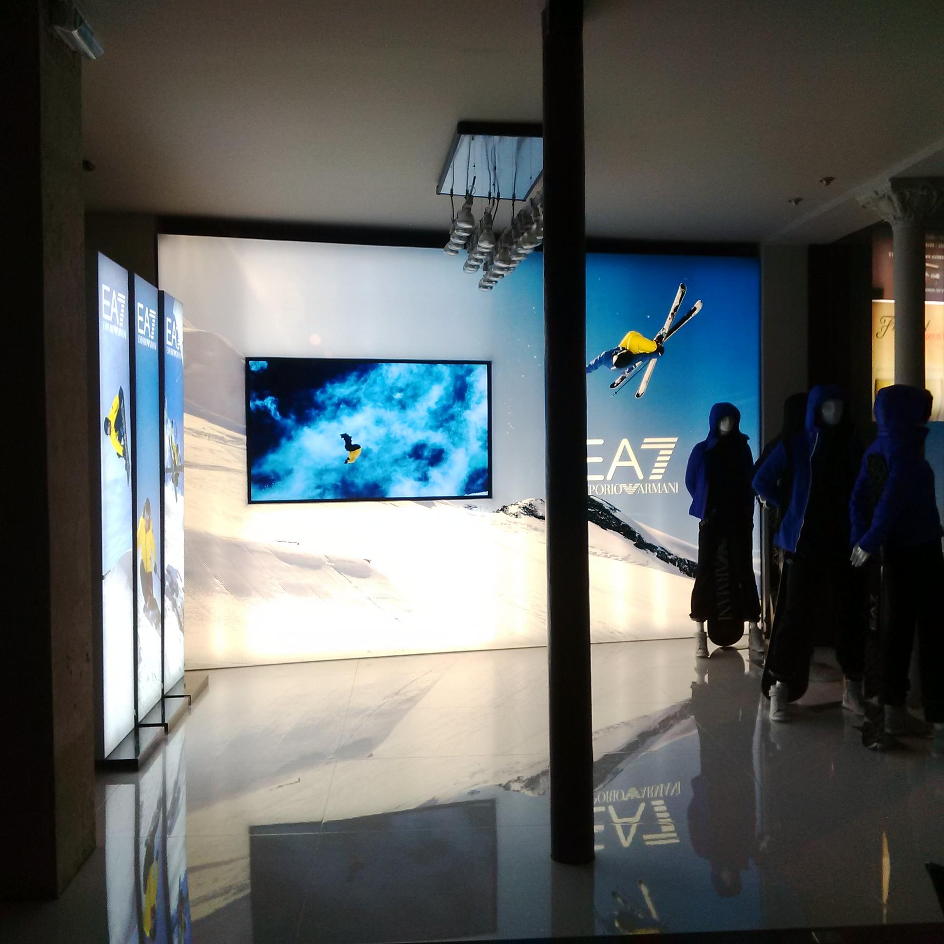 Installazioni: EA7 ingresso