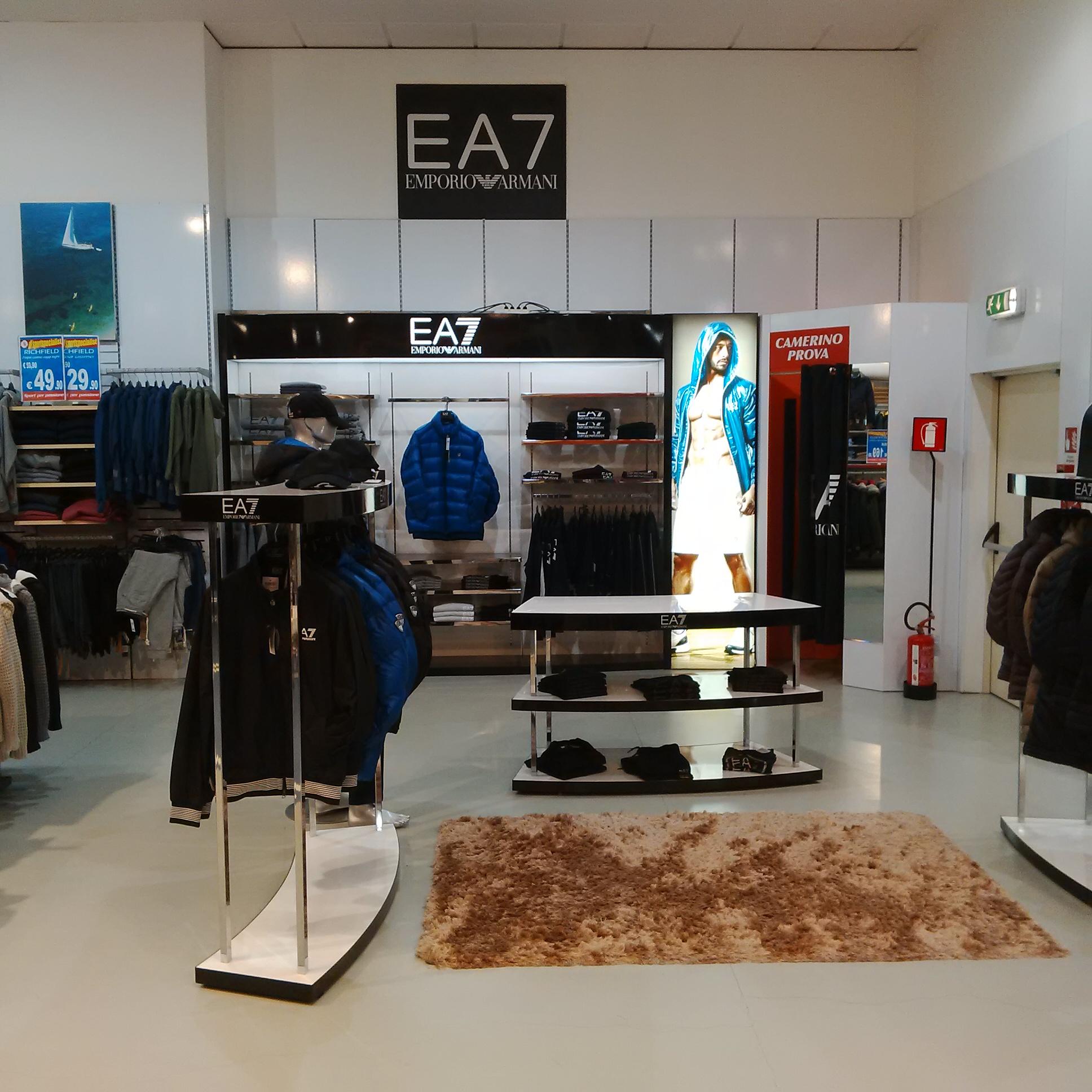 Installazioni: EA7 interno allestito