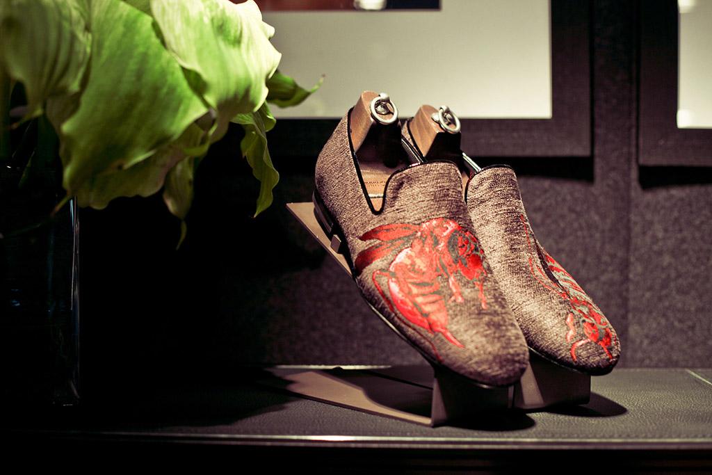 Espositori scarpe, interno punto vendita Jimmy Choo